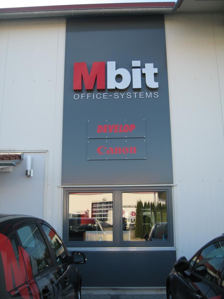 Beschriftung mit Einzelbuchstaben Mbit