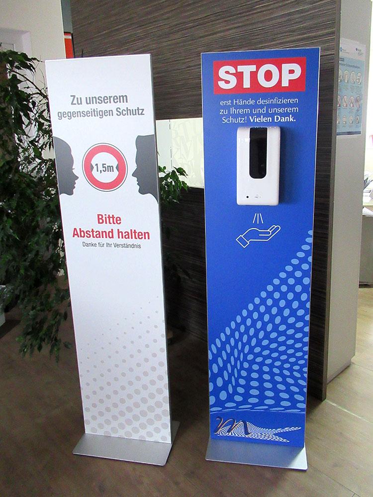 Aufsteller mit Desinfektionsmittelhalterung, Logo Werbung Landsberg