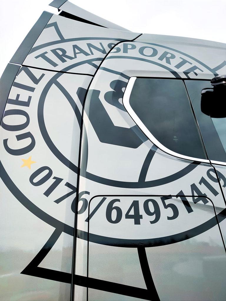 KFZ-Beschriftung Goetz Transporte, Schwifting, Logo Werbung Landsberg - Detailansicht